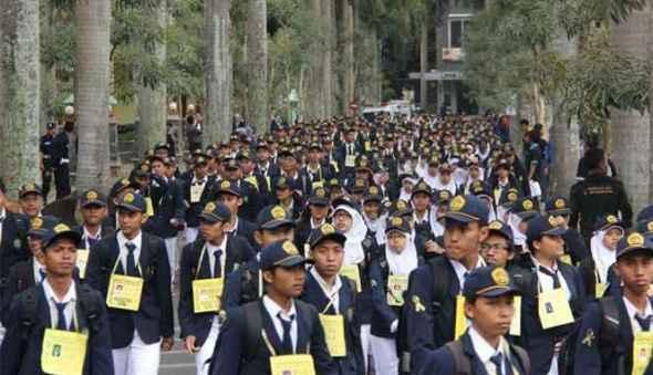 Orientasi Mahasiswa Baru Ospek Pembentukan Generasi Instan
